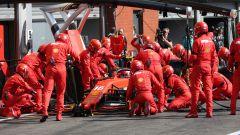 Uno dei pit-stop della Ferrari per Charles Leclerc