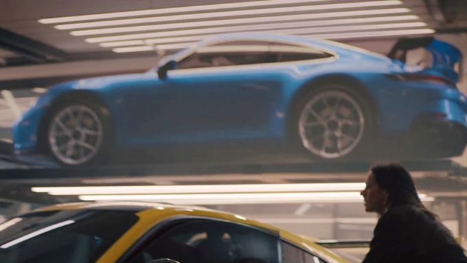 Uno screenshot dello spot del Super Bowl: la 992 GT3?