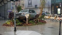 Urban Forest: una Jeep Renegade in piazza a Milano - Immagine: 4