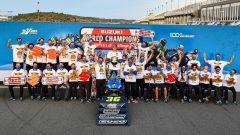 Valencia: Joan Mir festeggia il titolo MotoGP con tutto il team Suzuki, nell'anno del centenario della casa giapponese