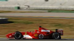 Valentino Rossi alla guida della Ferrari in un test a Fiorano