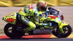 Valentino Rossi con l'Aprilia RS250 GP con livrea speciale