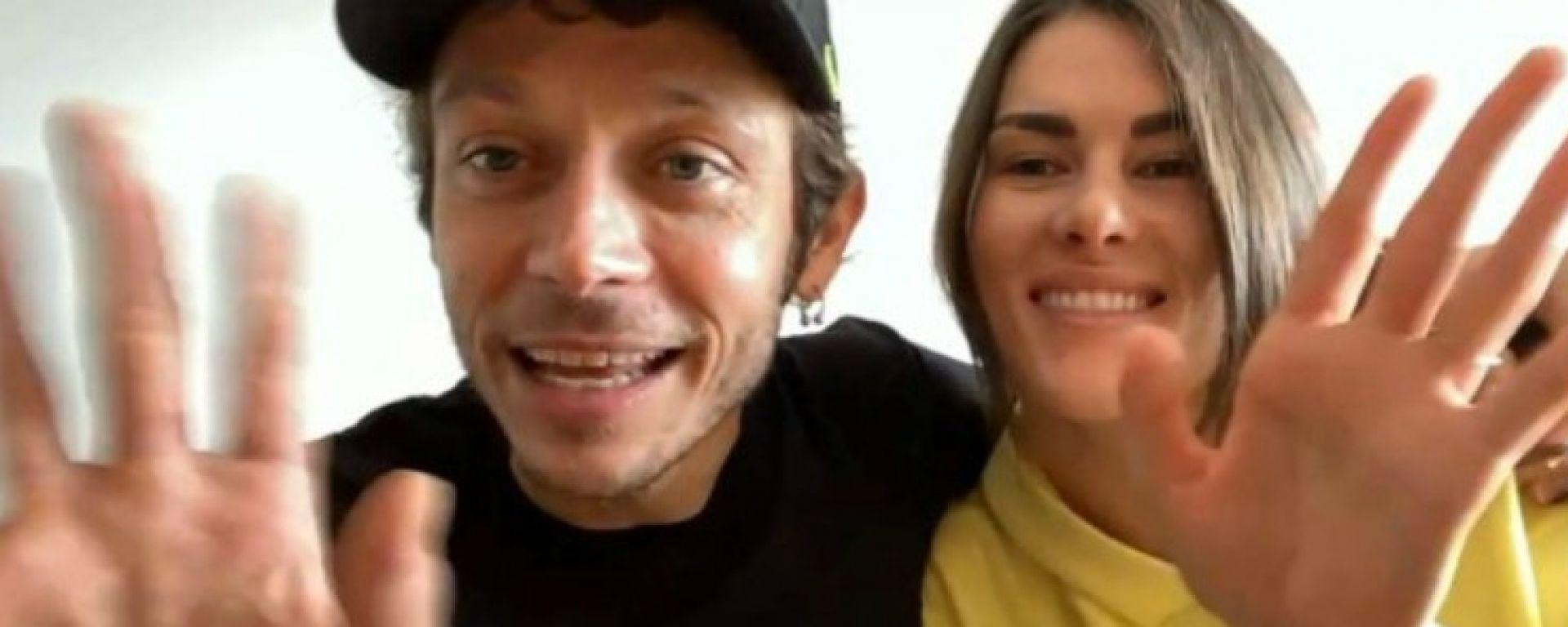 Valentino Rossi e Francesca Sofia Novello in diretta a Casa Sky