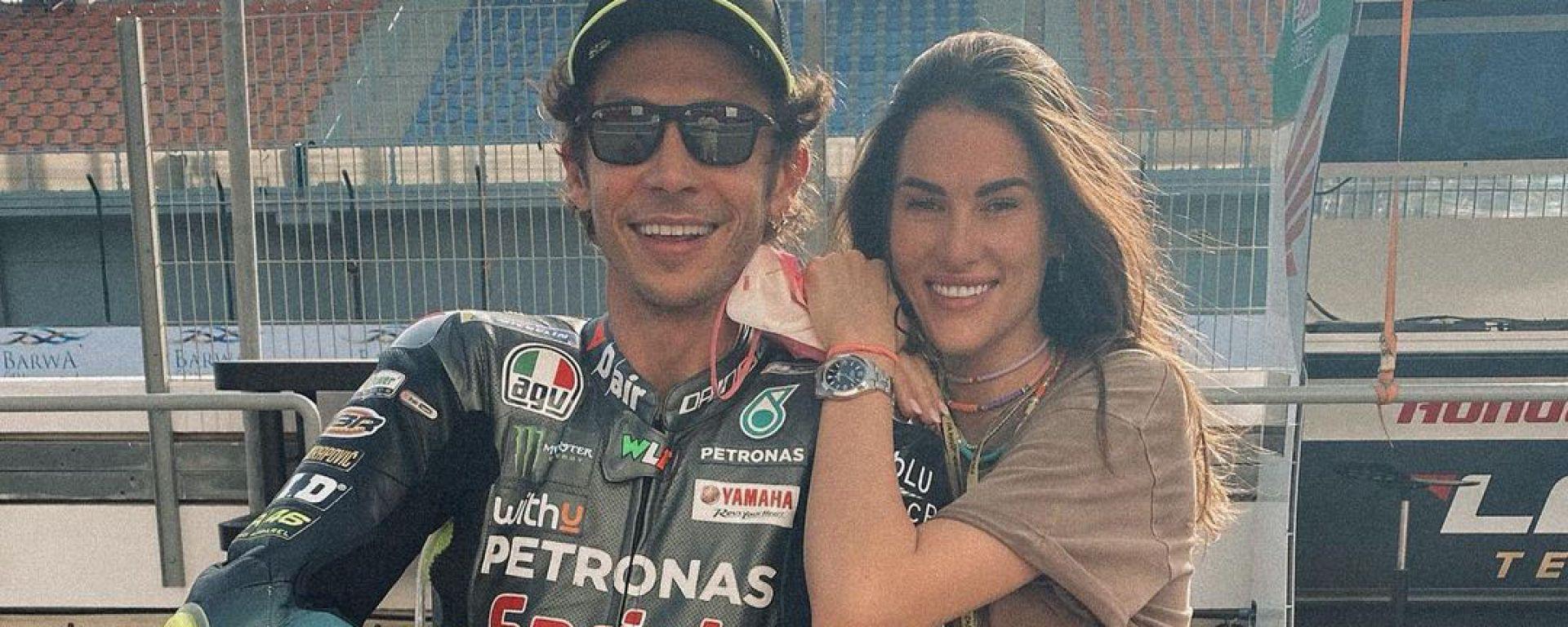 Valentino Rossi e Francesca Sofia Novello in pitlane a Losail