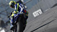 Valentino Rossi e la sua crisi con Yamaha: ma di chi la colpa?
