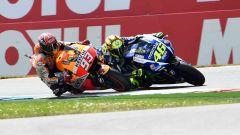 Rossi insegna: se si vuole battere Marquez bisogna andare oltre i propri limiti