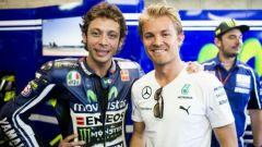 Valentino Rossi e Nico Roberg insieme nel box Yamaha