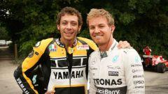 Valentino Rossi e Nico Rosberg al festival di Goodwood del 2015