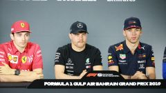 Valtteri Bottas in conferenza a Sakhir tra Pierre Gasly e Charles Leclerc