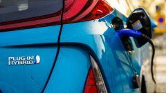 Mercato auto ancora in Zona Rossa: ad aprile vendite a -17,1% - Immagine: 2