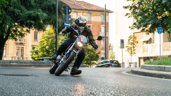 Vent Scrambler 125: si guida quasi come un motard