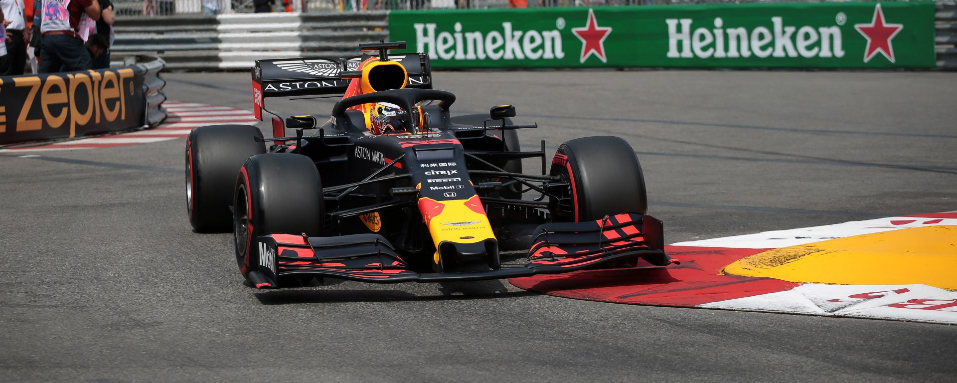 Verstappen in azione a Monaco