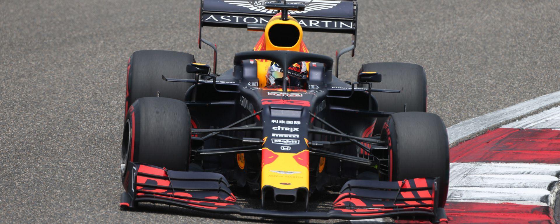 Verstappen in pista in Cina