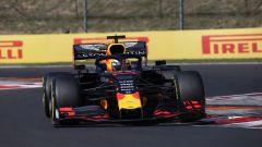 Verstappen (Red Bull) in pista in Ungheria