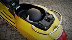 Vespa 300 GTS Super, ampio il vano sottosella