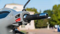 Vespa GTS 300 HPE SuperTech: il blocchetto destro con il tasto per escludere il controllo di trazione