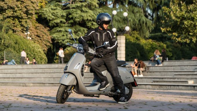 Vespa GTS 300 HPE SuperTech: l'abbigliamento che abbiamo usato