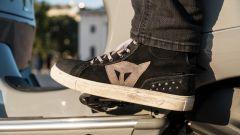 Vespa GTS 300 HPE SuperTech: le scarpe Dainese