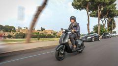Vespa: l'edizione speciale firmata Armani in vendita 20.000 euro