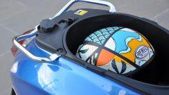 Vespa Sprint 125 iGet, casco Premier