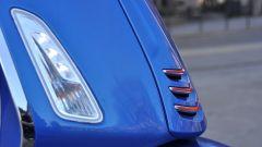 Vespa Sprint 125 iGet, freccia laterale
