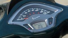 Vespa Sprint 125 Racing Sixties: la strumentazione analogico/digitale