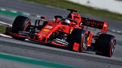 Vettel alla guida della SF90 nei test precampionato