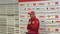 Vettel comunque sorridente in conferenza stampa