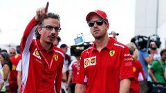 Vettel con Laurent Mekies, il direttore sportivo della Ferrari ex uomo Fia