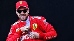 Vettel sorridente prima dello shooting fotografico di inizio mondiale F1 2019