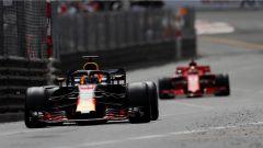 Vettel, su Ferrari, alle calcagna di Ricciardo e della sua Red Bull - GP Monaco 2018