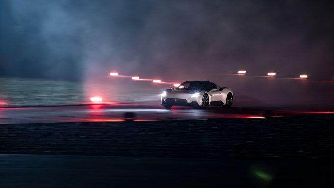 Video: come nasce Maserati MC20. Eccola in pista