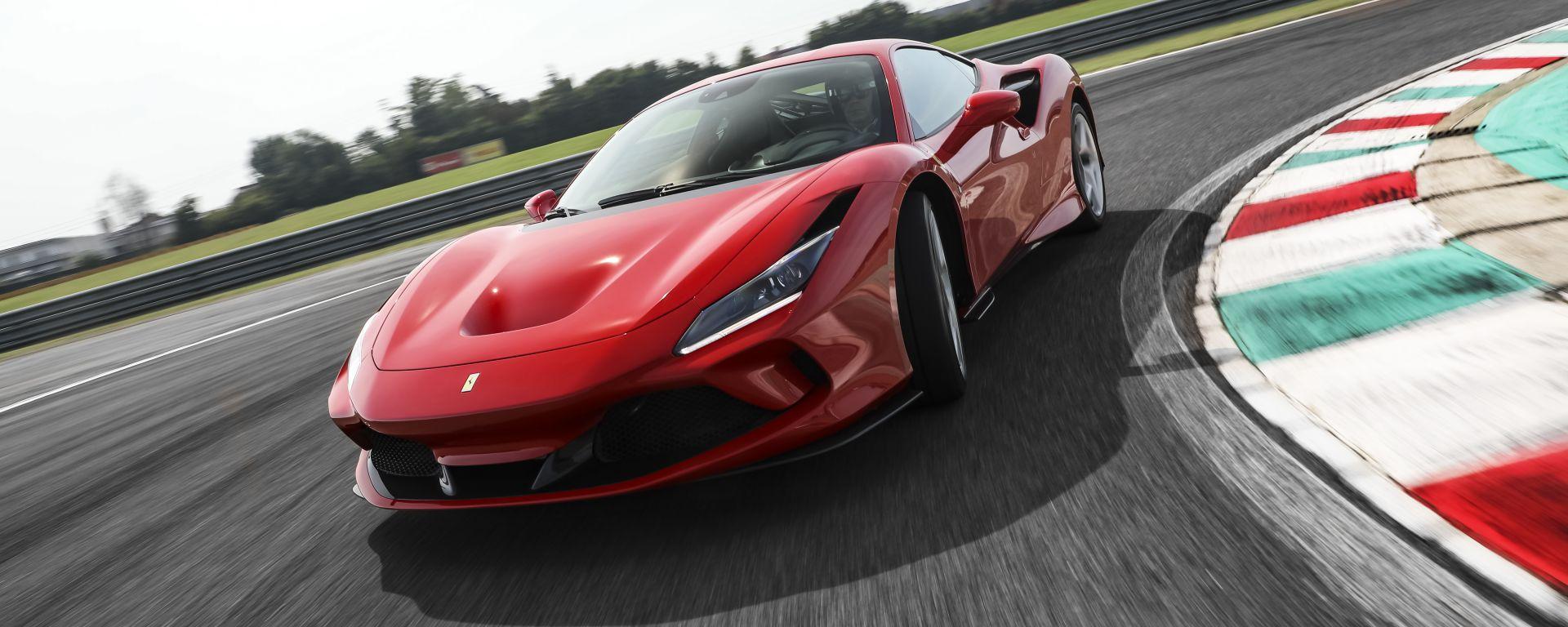 Video Ferrari F8 Tributo 2019: la prova su strada e in pista
