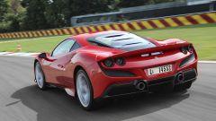 Video Ferrari F8 Tributo 2019: la prova su strada e in pista - Immagine: 4
