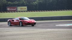 Video Ferrari F8 Tributo 2019: la prova su strada e in pista - Immagine: 5