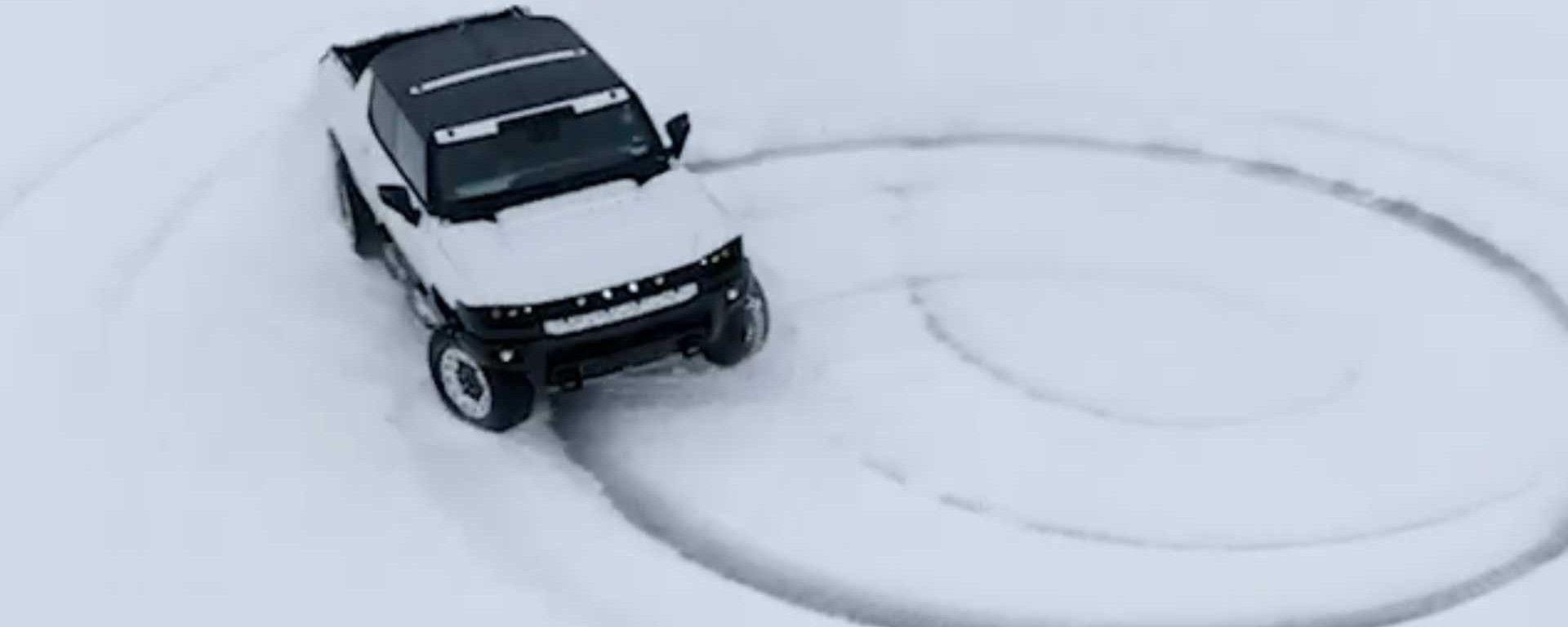 Video: GMC Hummer elettrica e le sgommate sulla neve