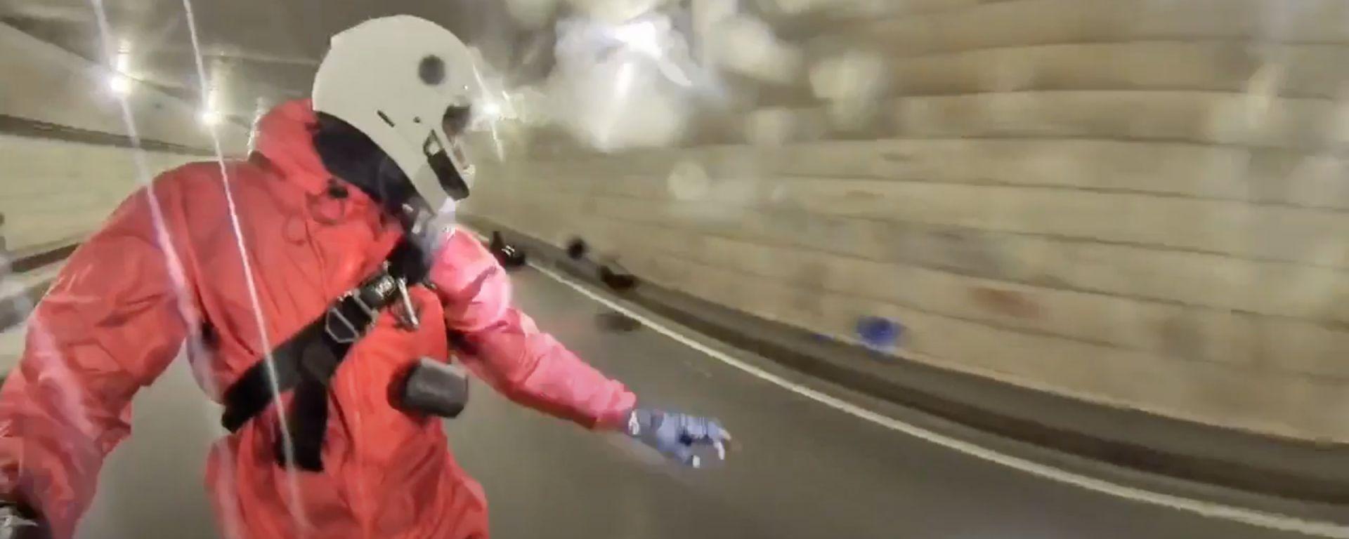 Video: monoruota elettrico a 65 km/h in galleria, non finisce bene