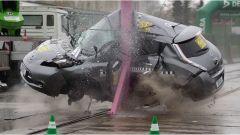 Video: Nissan Leaf, l'impressionante crash test