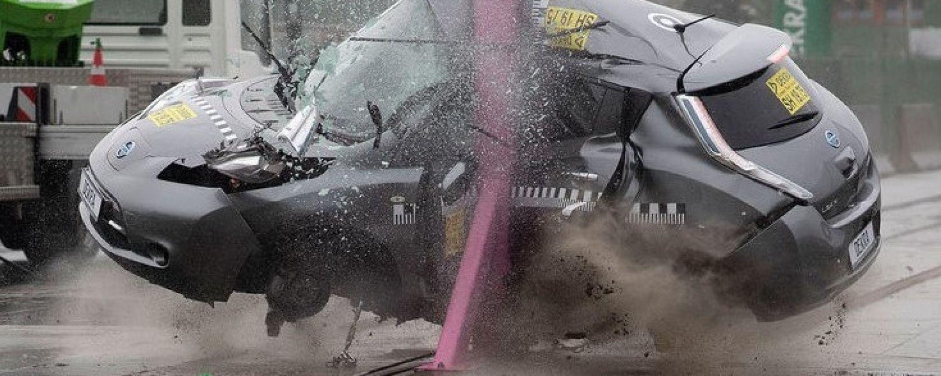 Video: Nissan Leaf, il crash test è impressionante