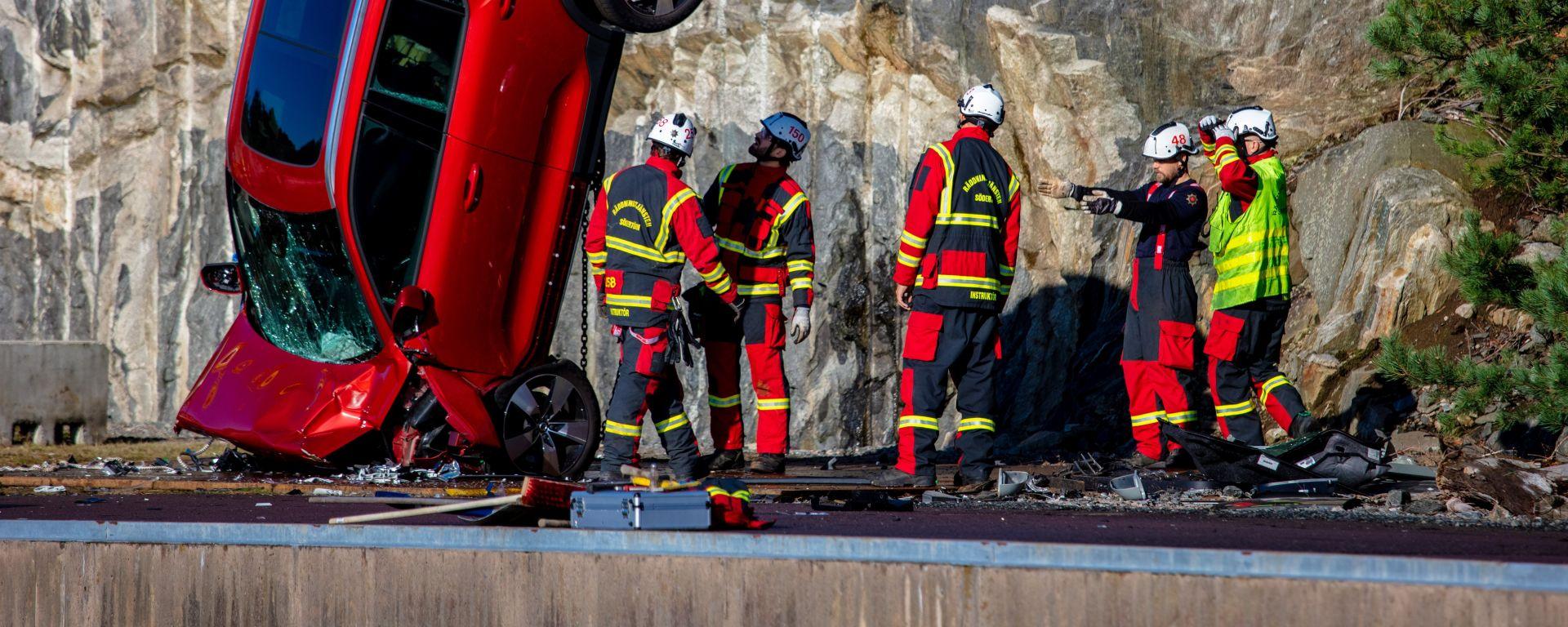 [VIDEO] Volvo: il crash test più estremo, da 30 metri di altezza