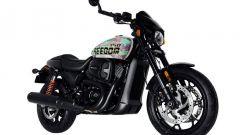 Vista di 3/4 anteriore destra della Freedom Edition, l'Harley-Davidson Street Rod 750 in edizione limitata per il Giappone
