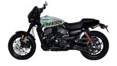 VIsta laterale destra della Freedom Edition, l'Harley-Davidson Street Rod 750 in edizione limitata per il Giappone