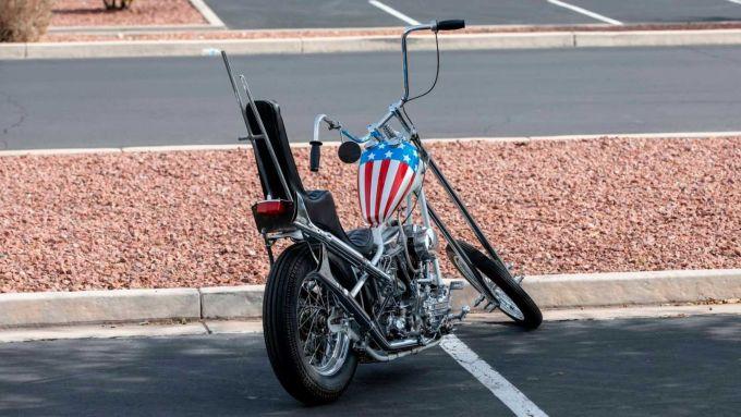 Vista posteriore della replica dell'Harley-Davison Panhead 1963 del film Easy Rider