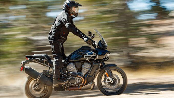 Visuale laterale dinamica della Harley-Davidson Pan America