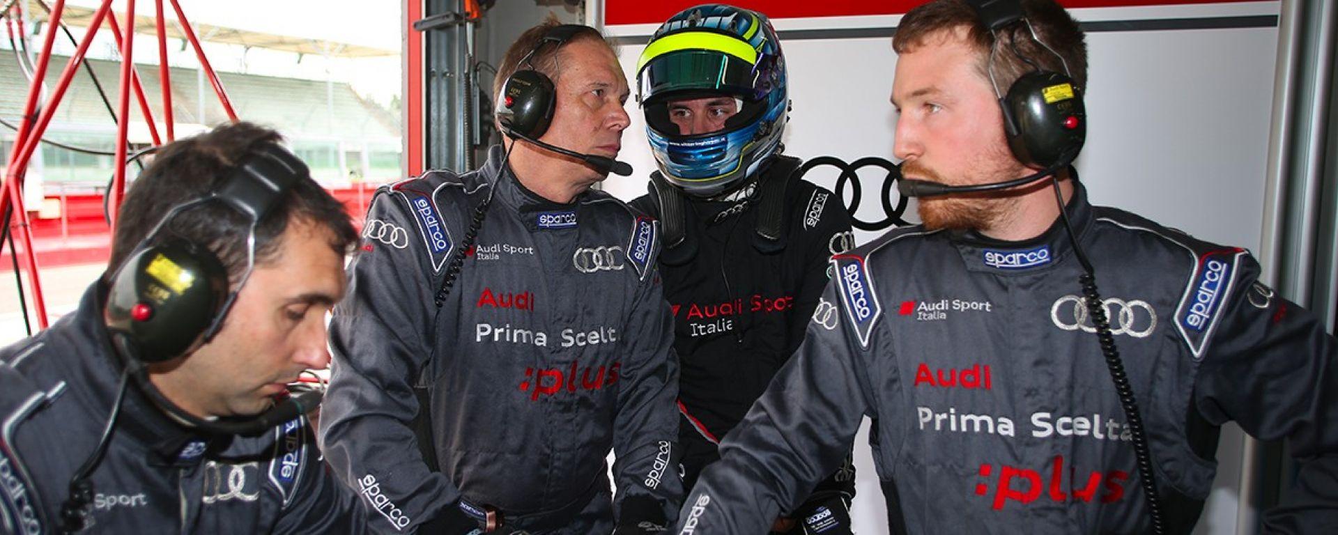 Vittorio Ghirelli insieme ai meccanici di Audi Sport Italia - Campionato GT Italiano 2017