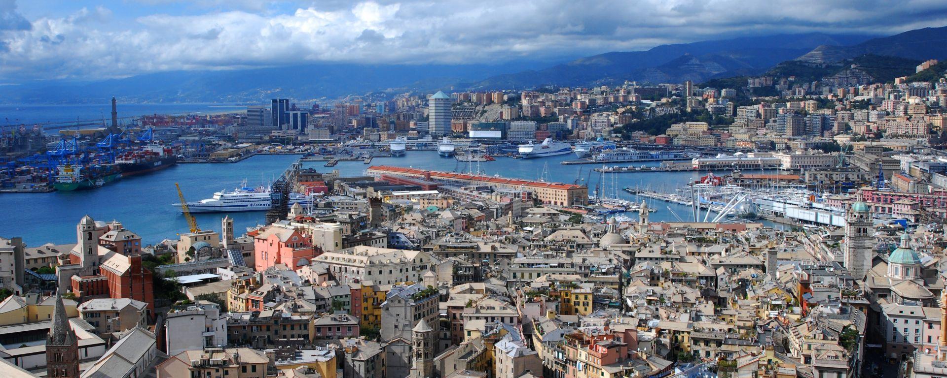 Genova per noi (e loro)