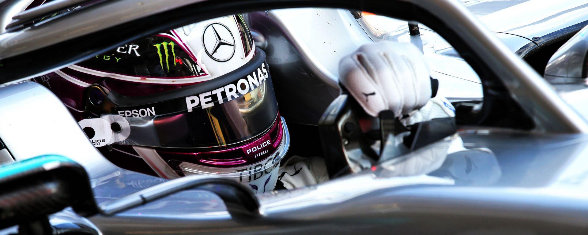 Mercedes: volante mobile per regolare la convergenza delle ruote!