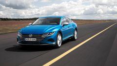 Volkswagen Arteon 2020 eHybrid: la presa di ricarica è nella calandra
