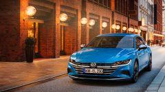 Volkswagen Arteon 2020 Elegance: visuale di 3/4 anteriore