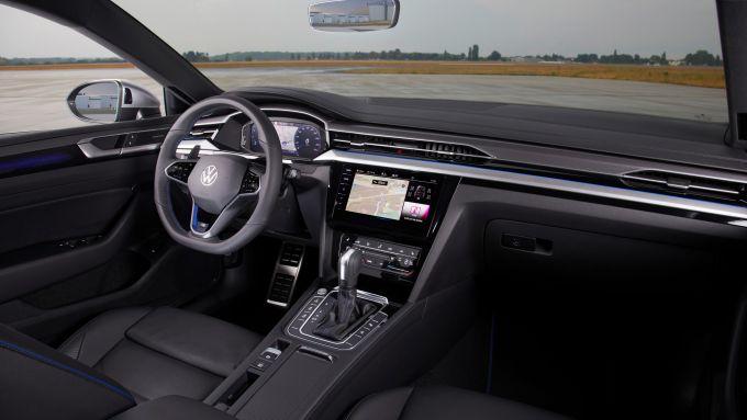 Volkswagen Arteon 2020: gli interni della versione R